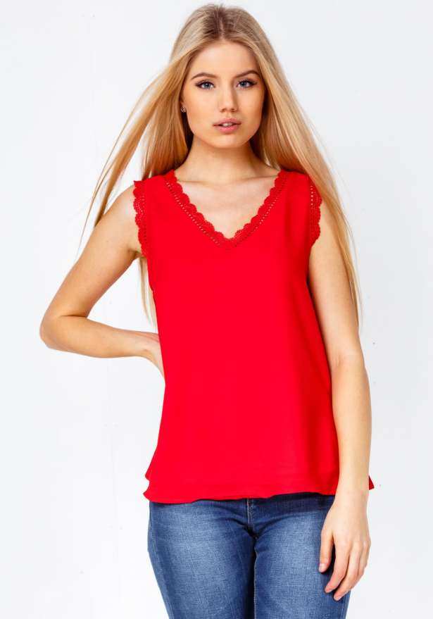 Cameron Lace Detail Fond Top In Red