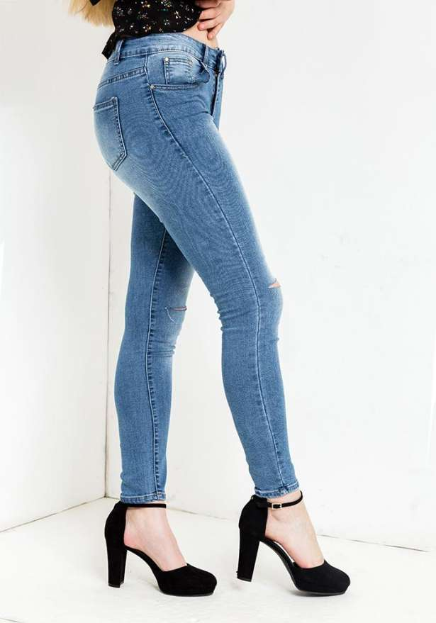 Lisa Blue Jeans Knee Cut Details